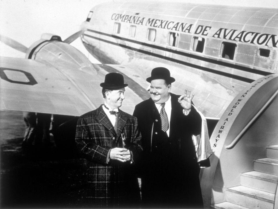 Stan (Stan Laurel, l.); Oliver (Oliver Hardy, r.) - Bildquelle: 1945 Twentieth Century Fox Film Corporation.