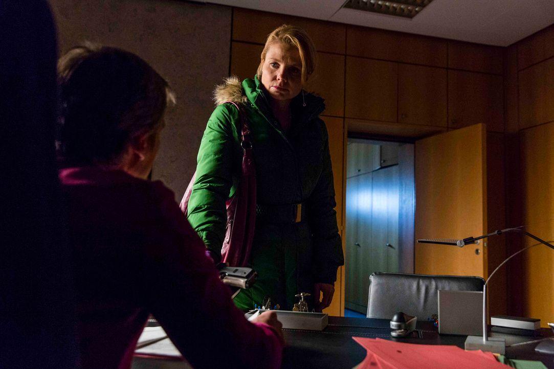 Die schwierigste Entscheidung ihres Lebens wartet auf Danni (Annette Frier, r.). Wird sie ihren Freund, den Pit, der des Mordes beschuldigt wird, wi... - Bildquelle: Frank Dicks SAT.1