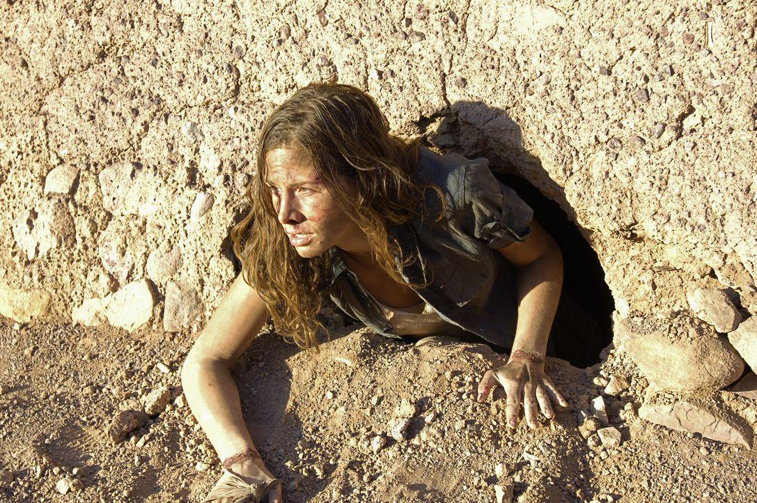 Immer wieder versucht Julia (Ellenie Salvo Gonzalez) ihren Entführern zu entkommen. Doch den rauen Gesellen gelingt es immer wieder, die junge Arch... - Bildquelle: Gordon Mühle ProSieben