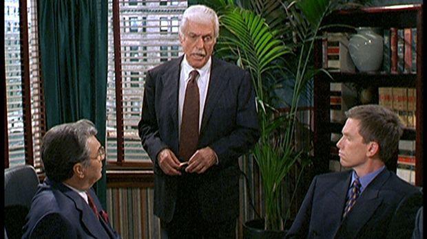 Dr. Mark Sloan (Dick Van Dyke, M.) berichtet vor der Schlichtungskommission v...