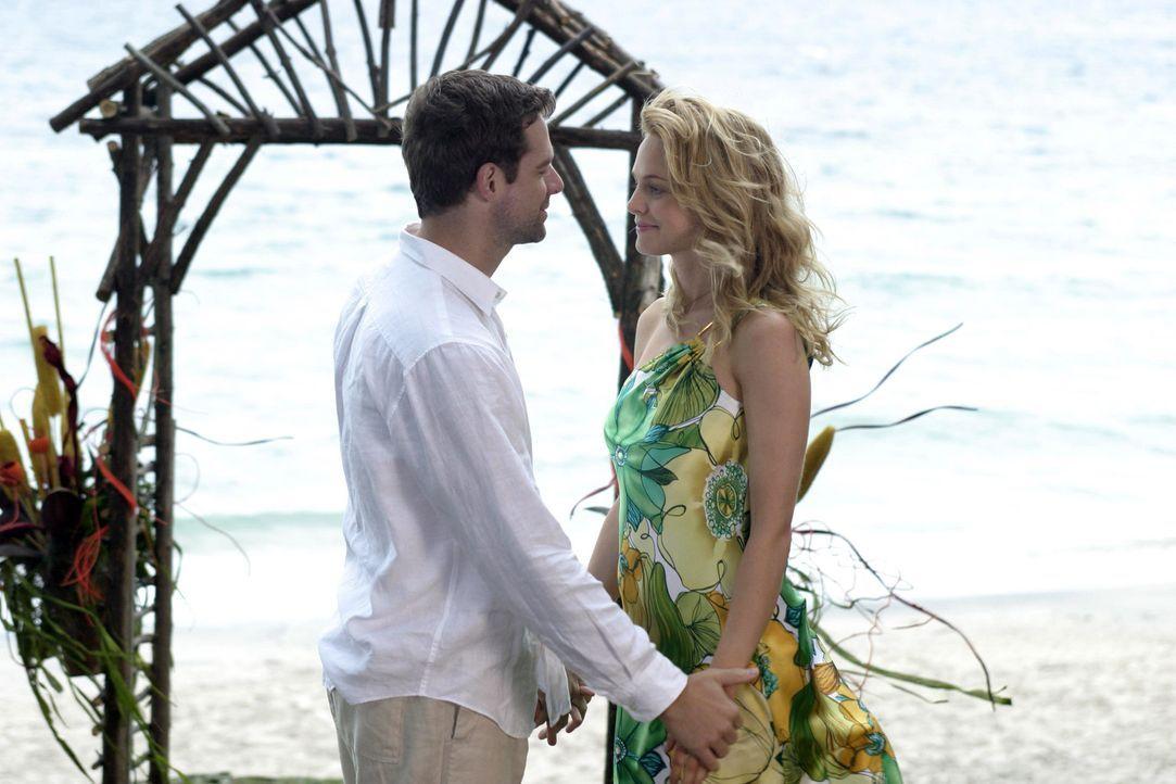 Auch die überzeugte Junggesellin Pippa (Heather Graham, r.) kann ihrem Schicksal nicht entgehen: Ian (David Sutcliffe, l.) ... - Bildquelle: First Look Media
