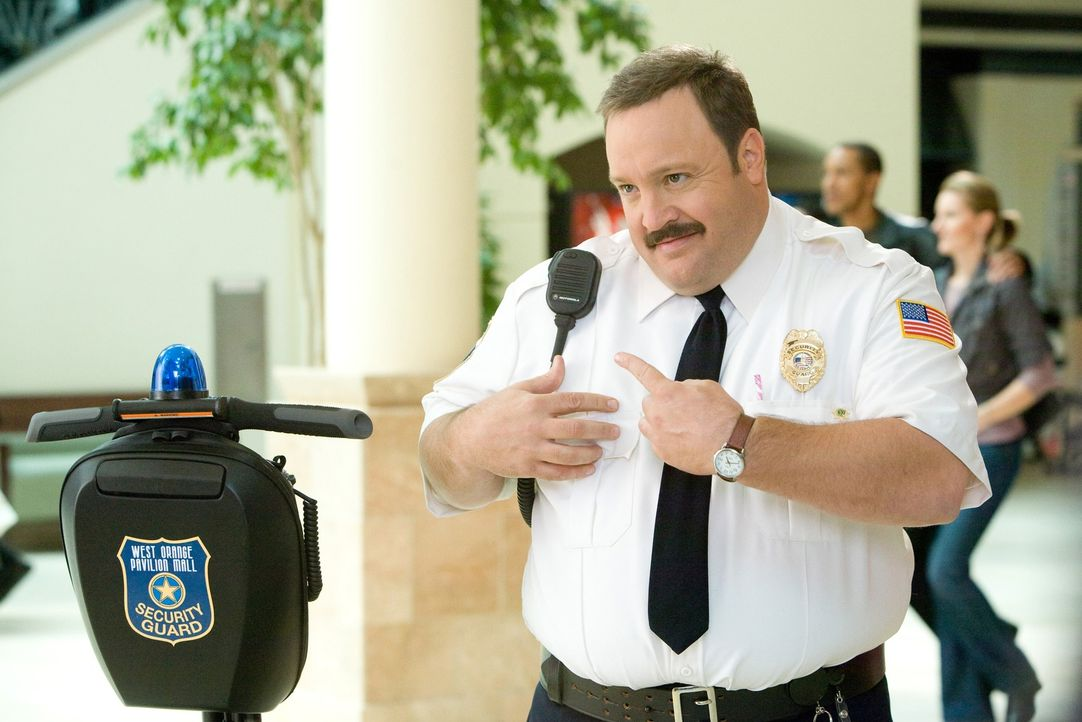 Der pfundige Paul (Kevin James) träumte schon immer davon, ein schneidiger Gesetzeshüter zu werden. Das bleibt ihm versagt, weil die Sportprüfung de... - Bildquelle: 2009 Columbia Pictures Industries, Inc. and Beverly Blvd LLC. All Rights Reserved.