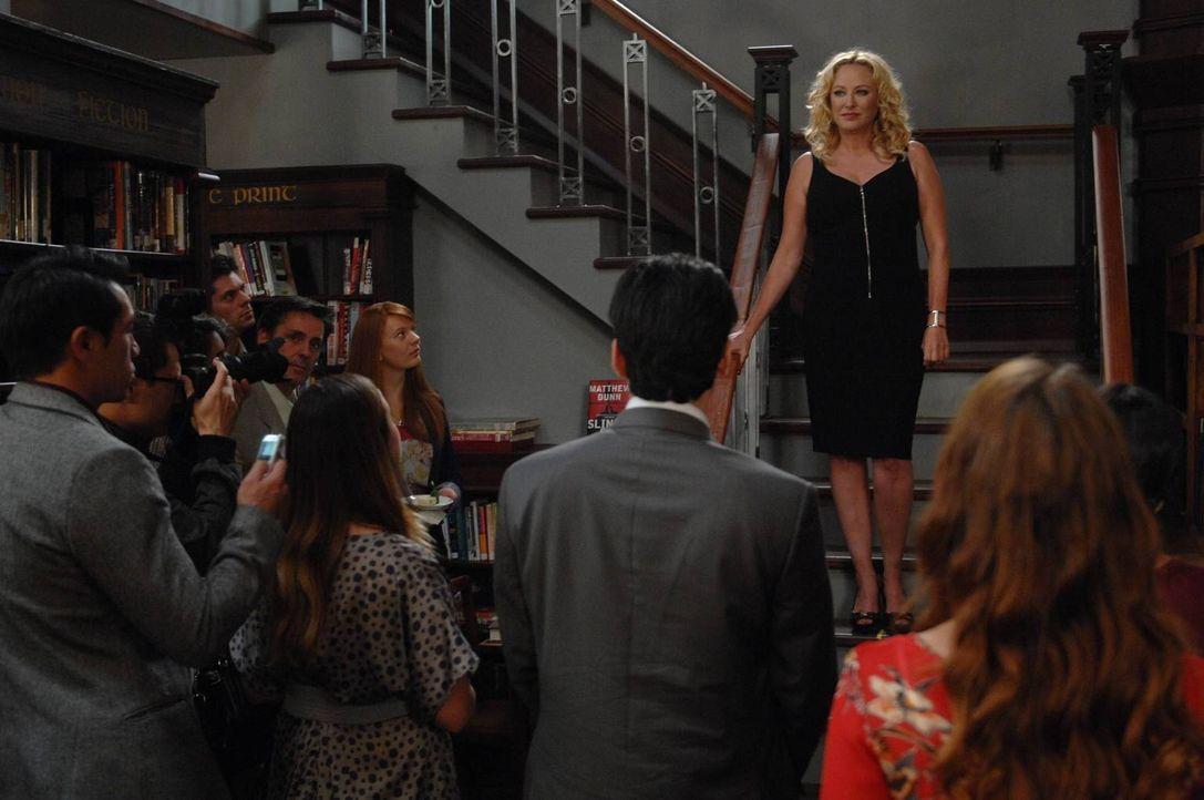 Was hat Penelope (Virginia Madsen) wirklich vor? - Bildquelle: 2013 Lifetime Entertainment Services, LLC. All rights reserved.v