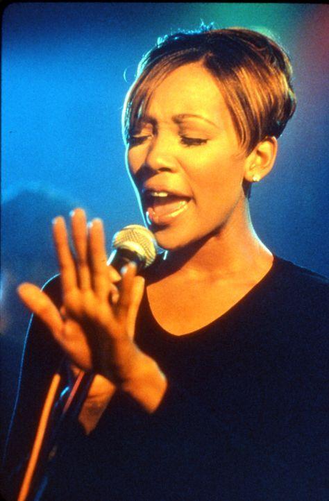Gegen den Willen ihrer Eltern startet Camille (Monica Arnold) eine Karriere als Sängerin ... - Bildquelle: TM &   2003 Paramount Pictures Corporation