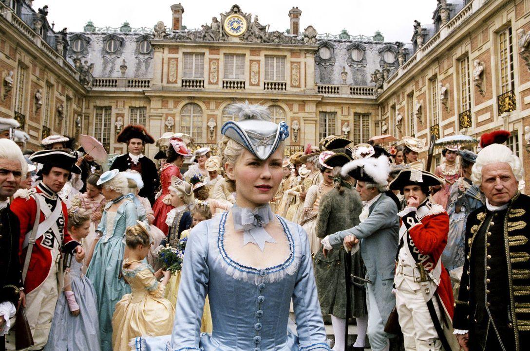 Marie-Antoinette (Kirsten Dunst, M.) trifft am französischen Königshof ein ... - Bildquelle: 2006 I Want Candy, LLC. All Rights Reserved.