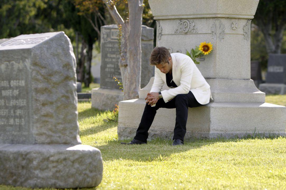 David (Shaun Sipos) trauert um seine Mutter - doch schon bald wird er von einer tollen Frau getröstet... - Bildquelle: 2009 The CW Network, LLC. All rights reserved.