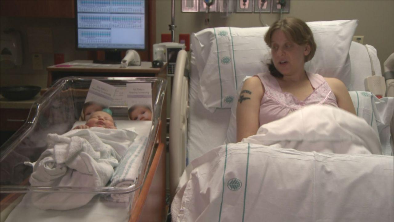Ein ganz besonderer Moment für Thai: Ihre kleine Tochter ist geboren ... - Bildquelle: 2013 NBCUniversal Media, LLC