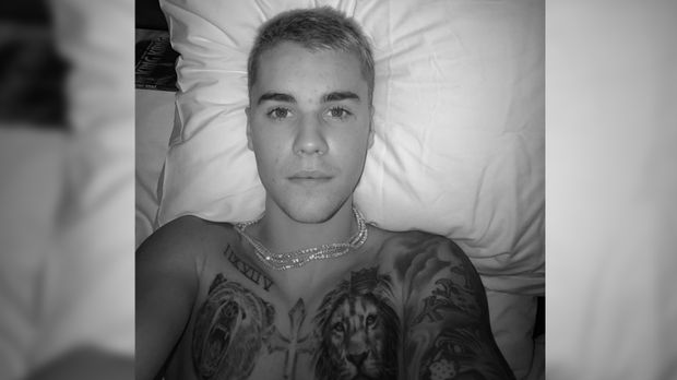 justin bieber mit neuem tattoo animalischer k rperschmuck. Black Bedroom Furniture Sets. Home Design Ideas