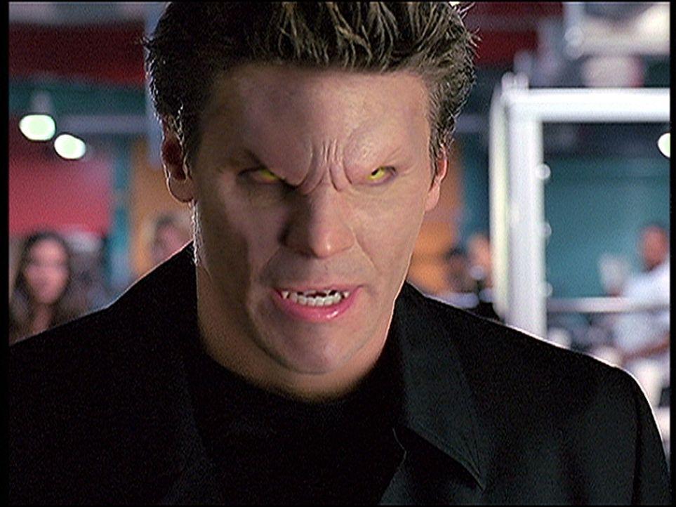 Mit aller Entschiedenheit tritt Angel (David Boreanaz) den unangenehmen Dämonen entgegen. - Bildquelle: TM +   2000 Twentieth Century Fox Film Corporation. All Rights Reserved.