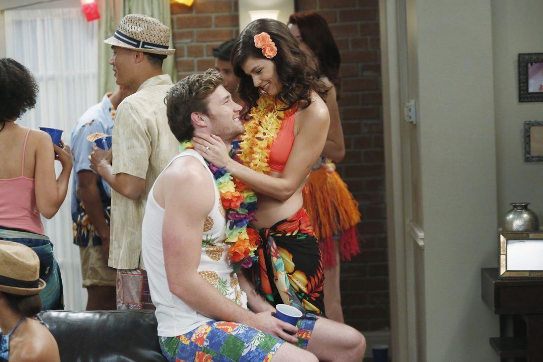Danny (Derek Theler, l.) bittet Riley um Rat, als er mit Milena (Maria Zyrianova, r.) Schlussmachen möchte. Doch anstatt seine Beziehung zu beenden,... - Bildquelle: Kelsey McNeal ABC Family