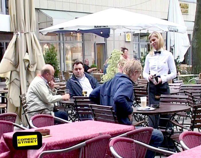 comedystreet-st-04-epi-03-grab-simon-gosejohann-06-prosiebenjpg 700 x 550 - Bildquelle: Guido Ohlenbostel ProSieben