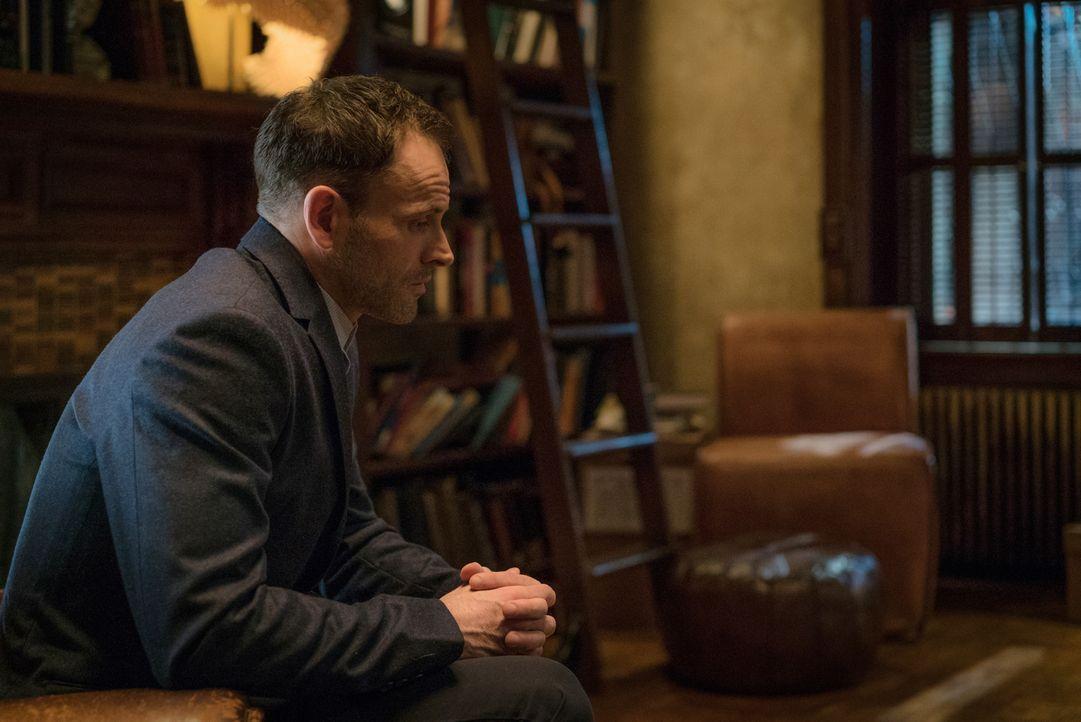 Holmes (Jonny Lee Miller) und Watson ermitteln in einem neuen Fall: Ein Arzt namens Vincent Bader ist spurlos verschwunden. Die beiden finden heraus... - Bildquelle: Michael Parmelee 2016 CBS Broadcasting Inc. All Rights Reserved.