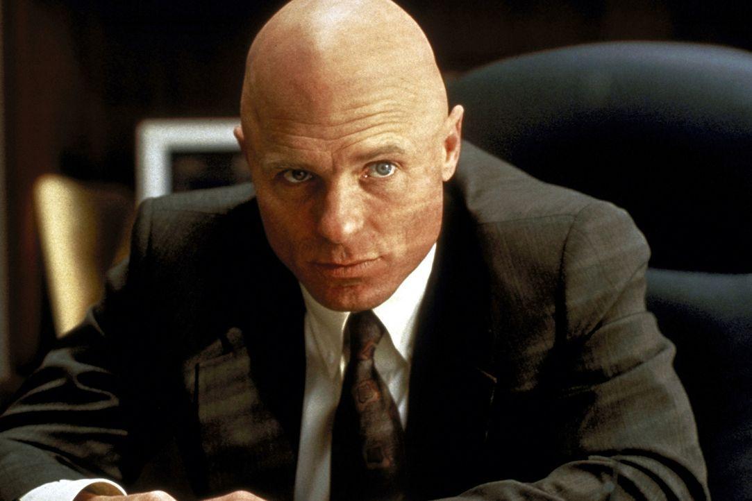 Weil FBI-Agent Wayne Tarrance (Ed Harris) vermutet, dass die Kanzlei für die Mafia in Chicago arbeitet, nimmt er mit Mitch Kontakt auf. Denn noch i... - Bildquelle: Paramount Pictures