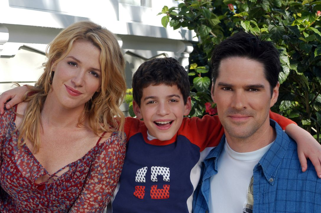 Familie auf Zeit? (v.l.n.r.) Julia (Poppy Montgomery), Waylon (Jeremy Bergman) und Reg (Thomas Gibson) ... - Bildquelle: Sony Pictures Television International. All Rights Reserved.