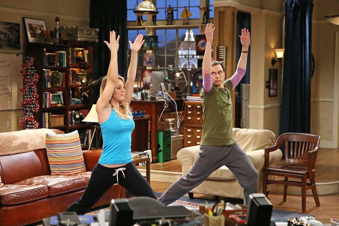Während Penny (Kaley Cuoco, l.) ihren Job hinschmeißt, um sich nur noch auf ihre Schauspielkarriere zu konzentrieren, versucht Sheldon (Jim Parsons,... - Bildquelle: Warner Brothers