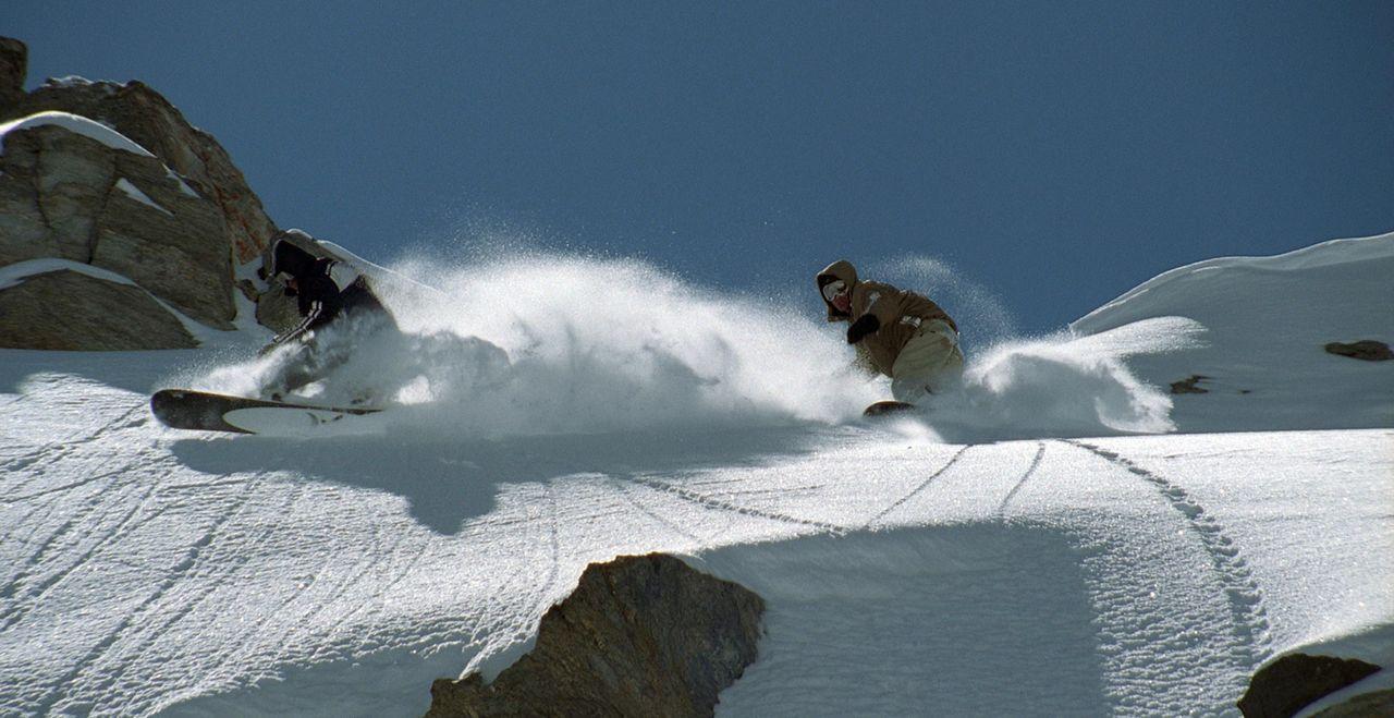 Fest überzeugt, dass jetzt alles so wird, wie er es sich erträumt hat, schmeißt Snowboarder Gaspard (Nicolas Duvauchelle, r.) seinen Job hin und... - Bildquelle: Canal+