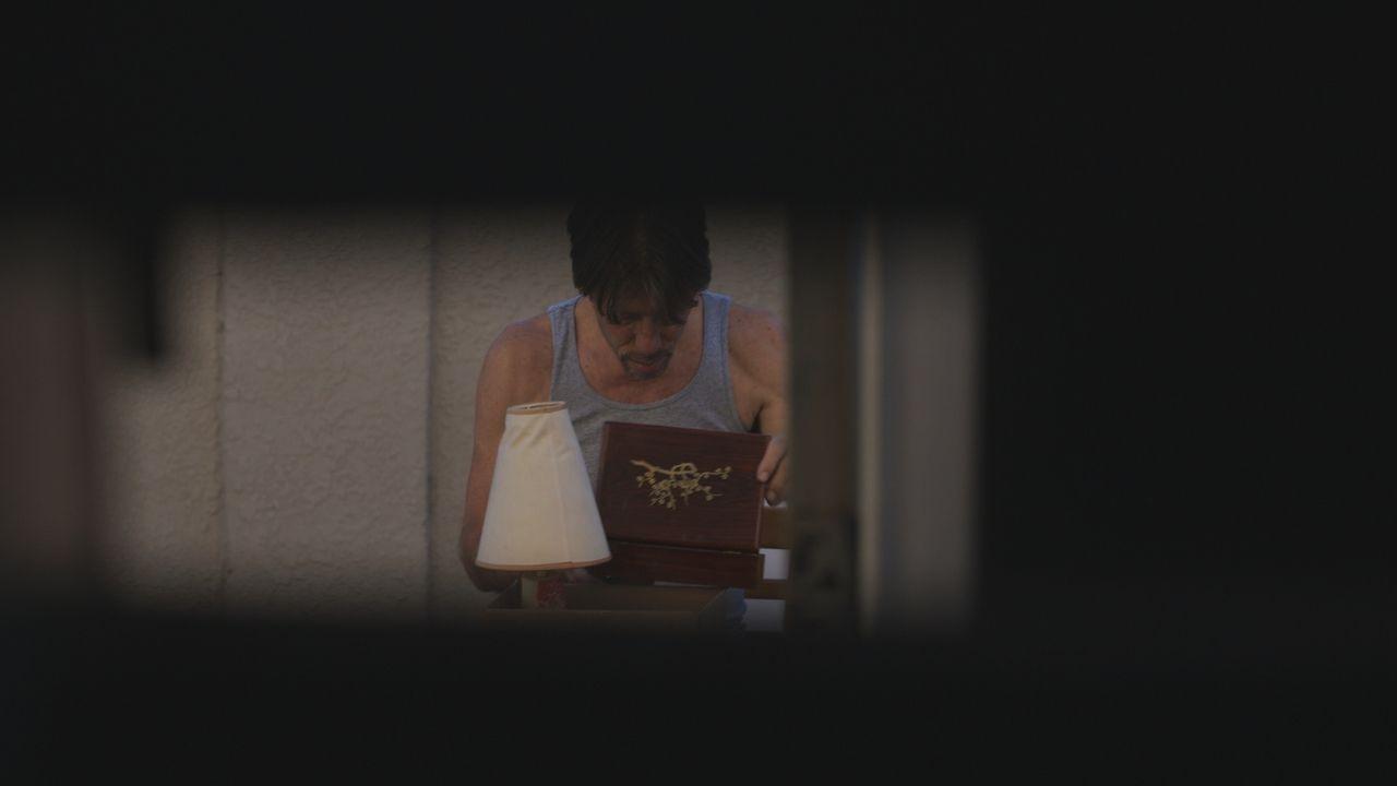 Jacob Torgerson (Bild) durchwühlt Rachels Habseligkeiten. Kann er den Ermittlern einen wichtigen Tipp geben, was mit ihr passiert ist? Oder hat er s... - Bildquelle: LMNO Cable Group