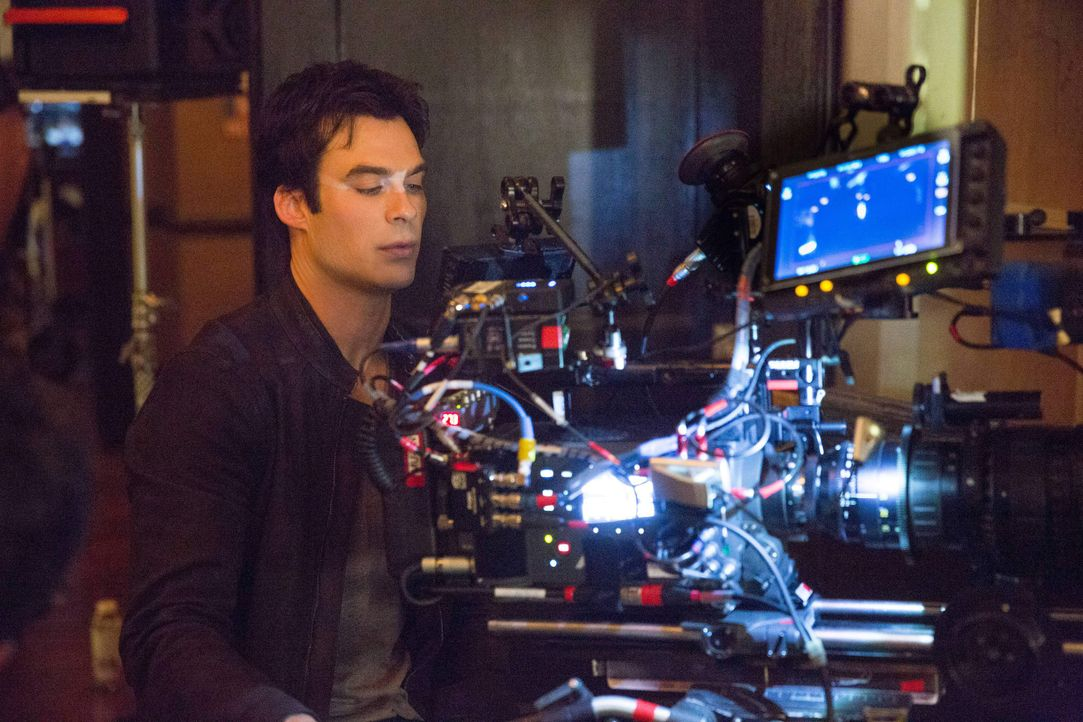 Vampire Diaries, Staffel 5: Behind the Scenes mit Somerhalder - Bildquelle: Warner Bros. Entertainment Inc.
