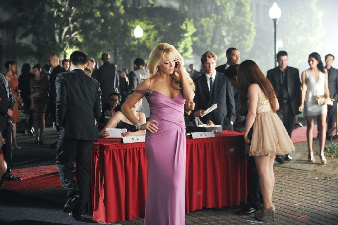 Olivia (Charlotte Ross, M.) muss eine schwere Entscheidung treffen ... - Bildquelle: 2013 Starz Entertainment LLC, All rights reserved