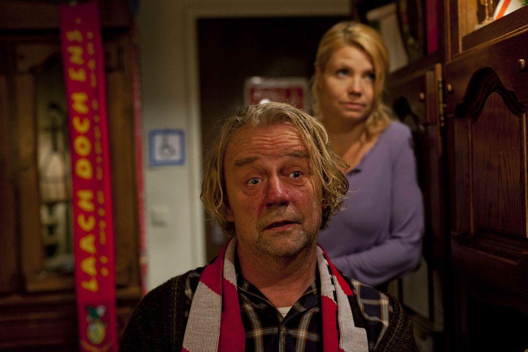 Sind sich nicht immer einig: Kurt (Axel Siefer, l.) und Danni (Annette Frier, r.) ... - Bildquelle: SAT.1