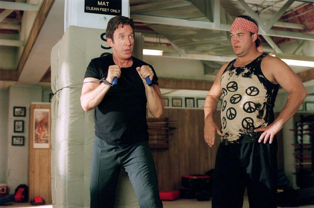 Um seinen Gegner, seinen ungehobelten Kollegen bezwingen zu können, nimmt Joe (Tim Allen, l.) Kampfsportunterricht bei einem ehemaligen, mittlerweil... - Bildquelle: 20th Century Fox