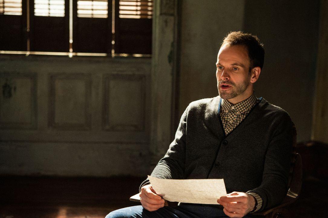 Ein neuer Fall wartet auf Sherlock Holmes (Jonny Lee Miller) ... - Bildquelle: CBS Television