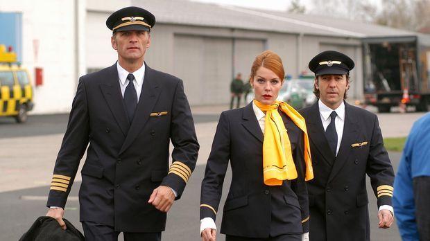 Max (Walter Sittler, l.), Sandra (Esther Schweins, M.) und René (Dieter Landu...