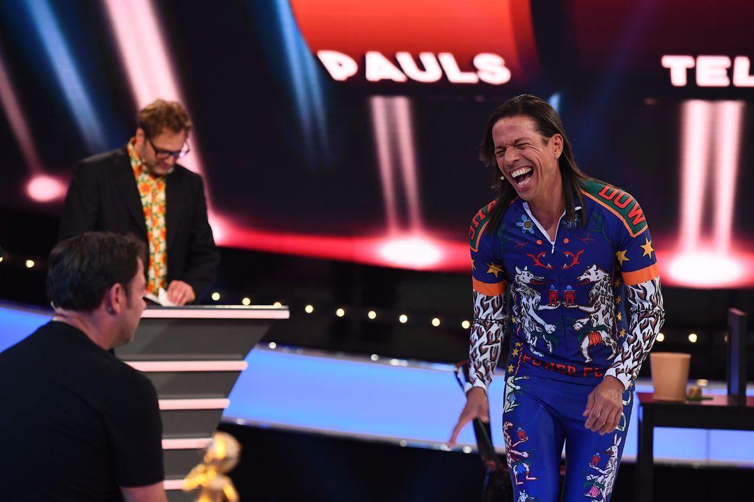 """Bei """"Paul Panzers Comedy Spieleabend"""" hat Jorge González (r.) Spaß, viel Spaß ... - Bildquelle: Willi Weber SAT.1"""