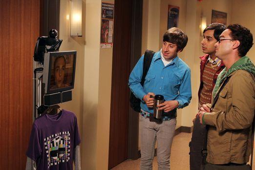 The Big Bang Theory - Sheldon (Jim Parsons, l.) kommuniziert über ein mobiles...