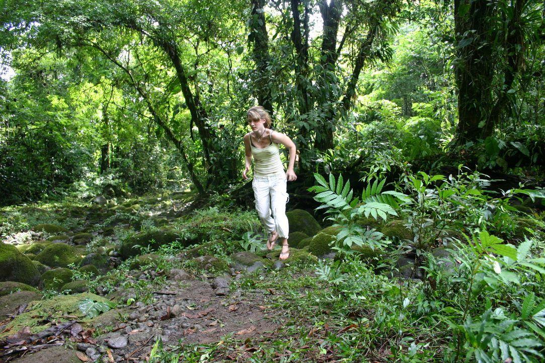 Auf der Flucht vor eigentlich ausgestorbenen Bestien: Liz (Jewel Staite) ... - Bildquelle: Voltage Pictures