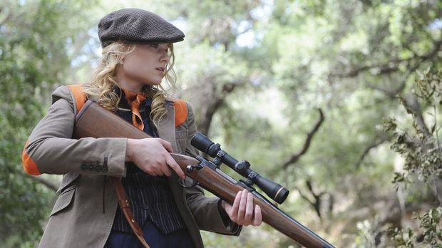 Ein Jagdausflug endet für Erika Loebs (Natalie Floyd) Mutter tödlich ... © AB...