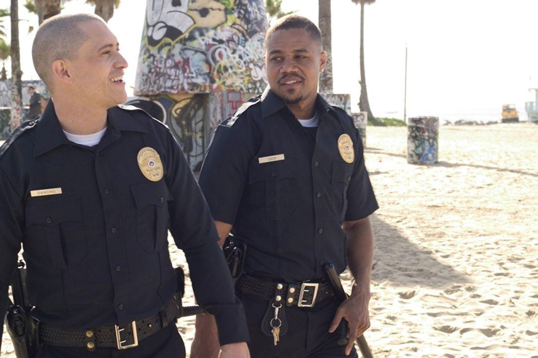 Krimineller als die Polizei erlaubt: Die beiden Cops Armando Sancho (Clifton Collins Jr., l.) und Salim Adel (Cuba Gooding Jr., r.), beide ehemalige... - Bildquelle: Sony Pictures Television International. All Rights Reserved.