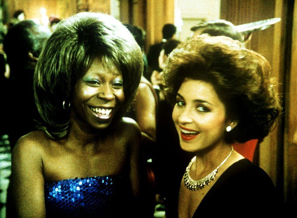 """Für den britischen Geheimagent """"Jumpin' Jack Flash"""" verkleidet sich Terry (Whoopi Goldberg, l.) sogar als Tina Turner ... - Bildquelle: 20th Century Fox"""