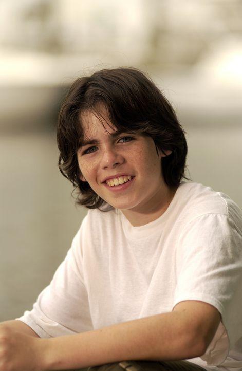 Immer wieder ist Zach Dylan (Sammy Kahn) Opfer der Quälereien seiner Mitschüler. Eines Tages jedoch läuft ihm ein Hund zu, der sich in großer No... - Bildquelle: North by Northwest Entertainment