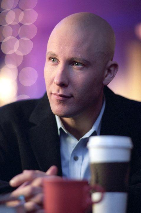 Auch Lex (Michael Rosenbaum) findet den neuen Mitschüler mehr als geheimnisvoll ... - Bildquelle: Warner Bros.