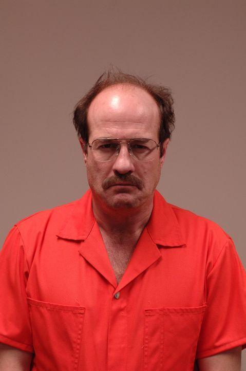 Hat eine 17 Jahre lang währende Mordserie nun endlich ein Ende? Oder ist der Hauptverdächtige Dennis Rader (Henry Gregg) gar nicht der, für den i... - Bildquelle: 2005 Sony Pictures Television Inc. All Rights Reserved.