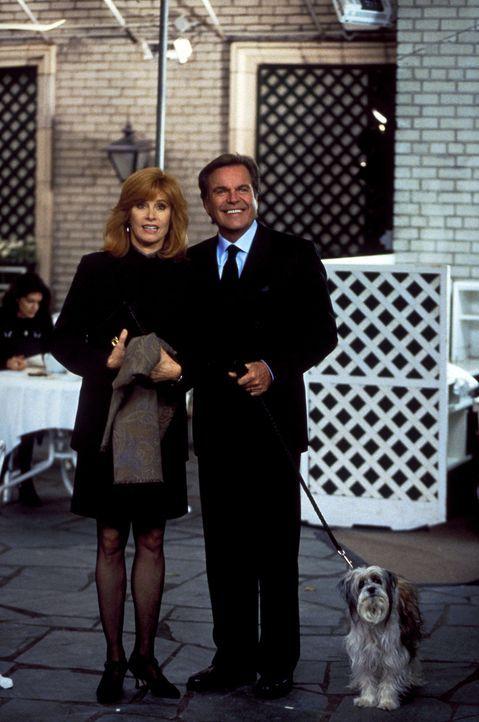 Jennifer (Stefanie Powers, l.) und Jonathan (Robert Wagner, r.) erinnern sich an die schönen Momente mit ihrem treuen Butler Max ... - Bildquelle: Columbia Pictures