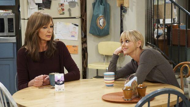 Da Adam besucht von Freunden bekommt, geraten Bonnie (Allison Janney, l.) und...