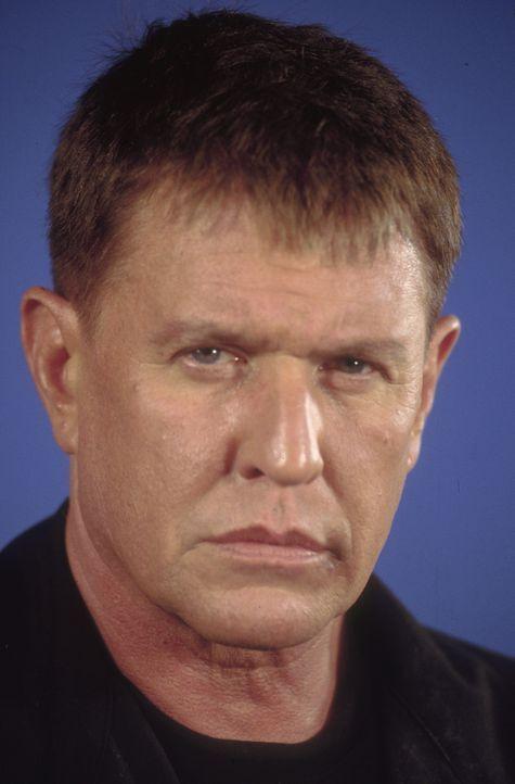 Der alternde Scharfschütze Thomas Beckett (Tom Berenger) ahnt noch nicht, dass er selbst auf der Abschussliste seines Auftraggeber CIA gelandet ist... - Bildquelle: 2004 Sony Pictures Home Entertainment Inc. All Rights Reserved.
