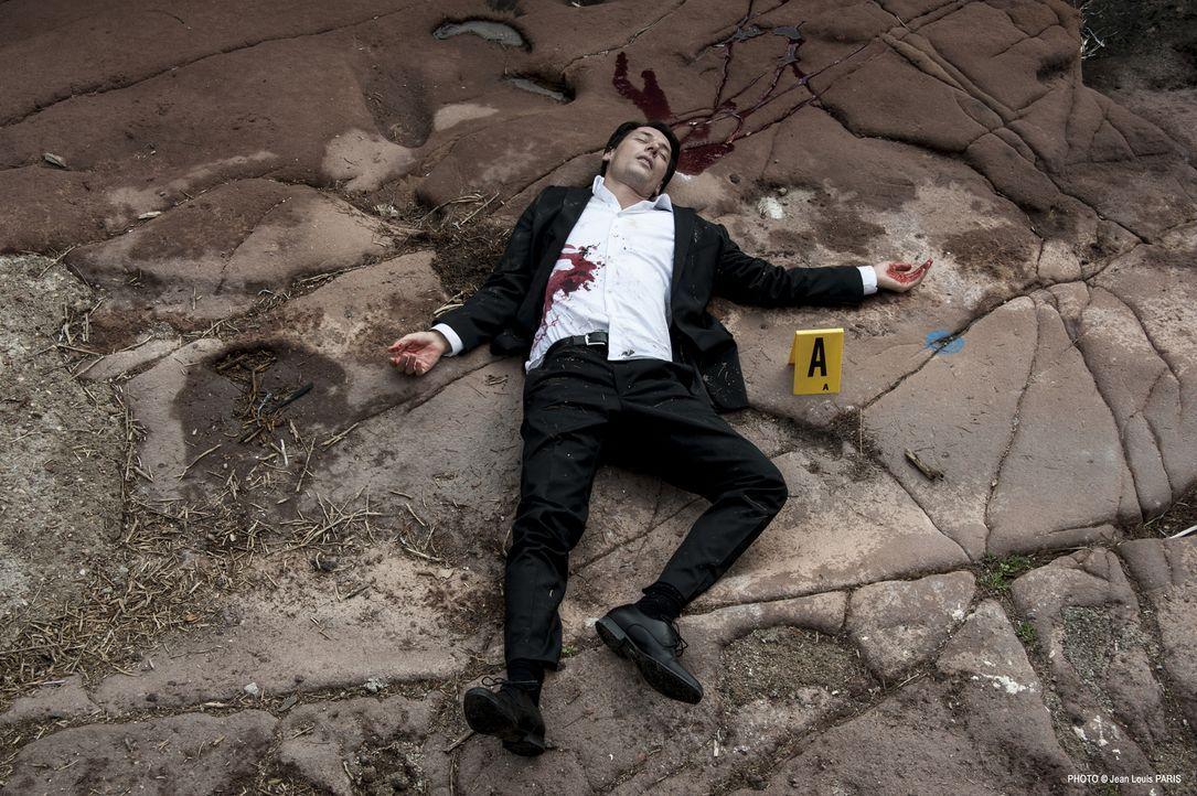 Warum musste Simon Novak (Stéphane Brel) sterben? - Bildquelle: Jean Louis PARIS