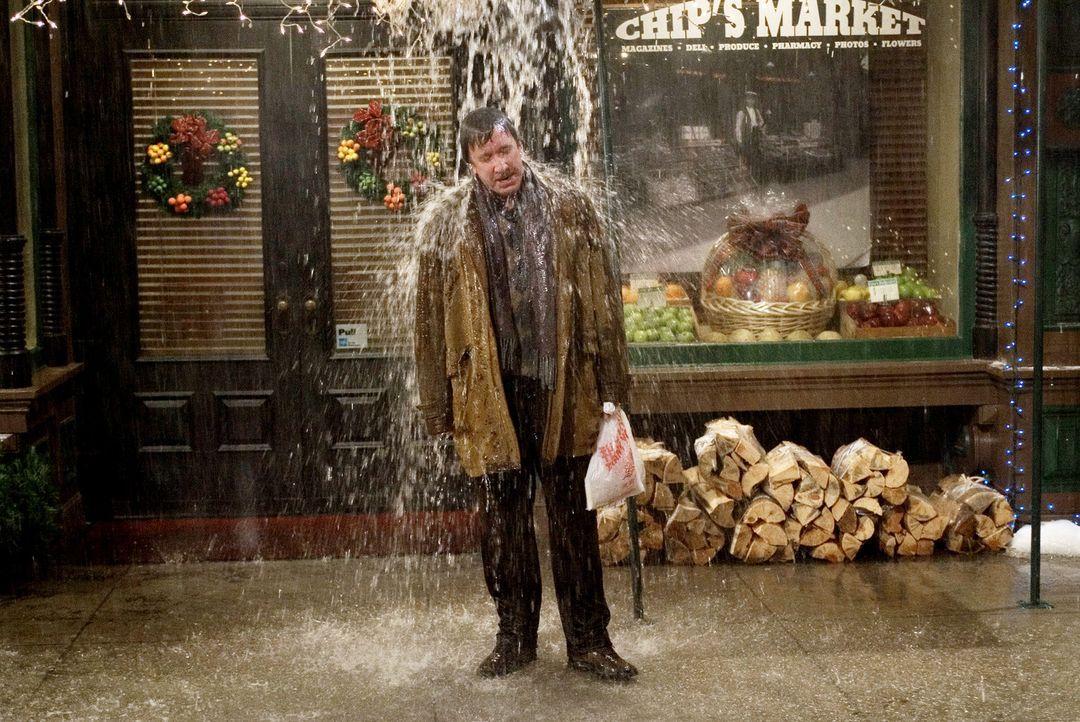 Luther Krank (Tim Allen) wird von seinen Nachbarn terrorisiert, weil er Weihnachten ausfallen lassen - und Frosty, den Schneemann, nicht aufstellen... - Bildquelle: 2004 Revolution Studios Distribution Company, LLC. All Rights Reserved.