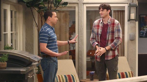 Walden (Ashton Kutcher, r.) und Alan (Jon Cryer, l.) wollen heiraten, doch al...
