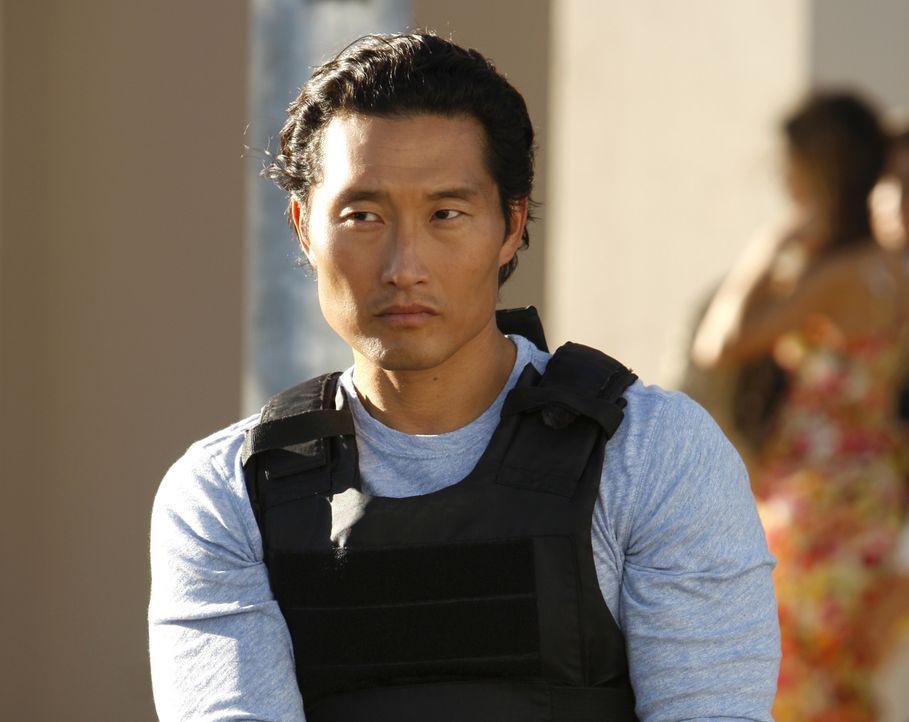 Versucht gemeinsam mit seinen Kollegen, den Mord an Ian Adams aufzuklären: Chin (Daniel Dae Kim) ... - Bildquelle: TM &   2010 CBS Studios Inc. All Rights Reserved.