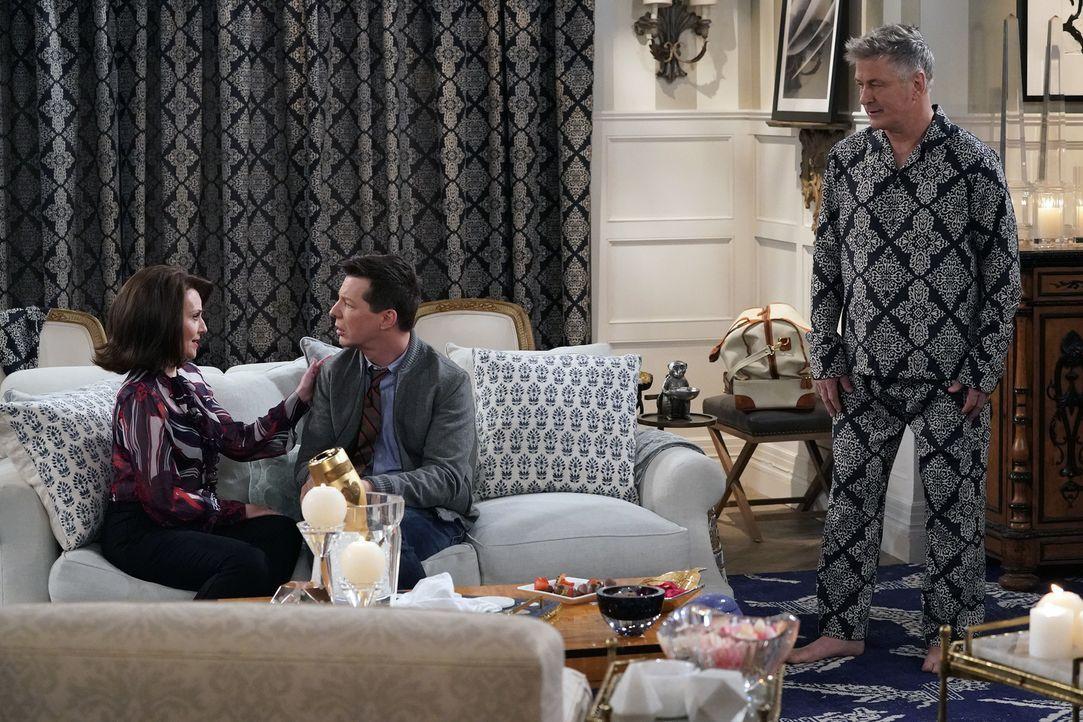 Karen (Megan Mullally, l.) offenbart Jack (Sean Hayes, M.) ein verstörendes Geheimnis. Doch was hat Malcolm Widmark (Alec Baldwin, r.) damit zu tun? - Bildquelle: Chris Haston 2017 NBCUniversal Media, LLC
