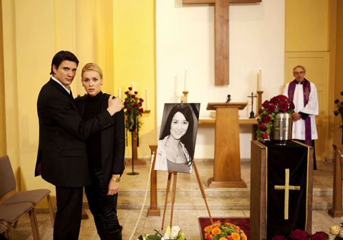Bea beschäftigt die Frage, ob sie zu Franziskas Beerdigung gehen soll. Ben rät ihr, sich auf ihr Gefühl zu verlassen. Daraufhin geht sie tatsäch... - Bildquelle: David Saretzki - Sat1