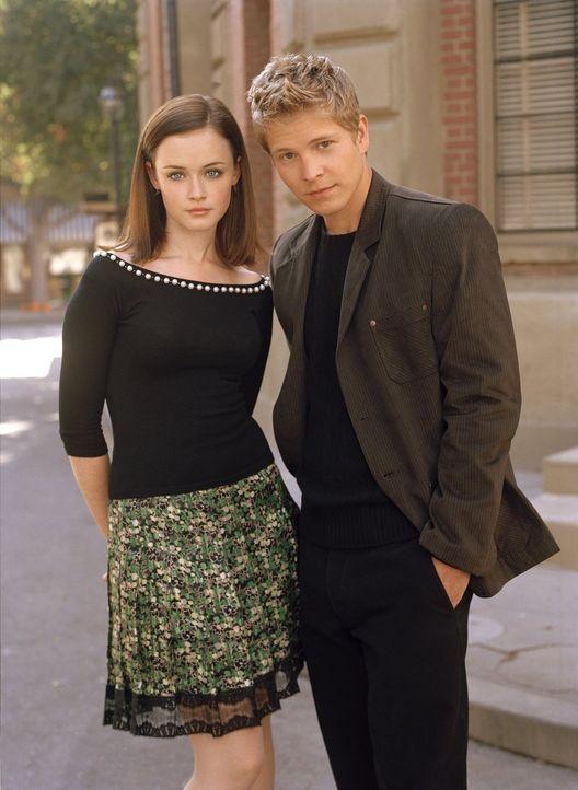 (5. Staffel) - Haben Rory (Alexis Bledel, l.) und Logan (Matt Czuchry, r.) als Paar noch eine Chance? - Bildquelle: 2004 Warner Bros.