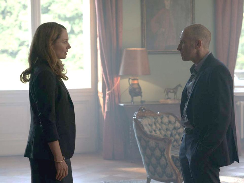Ahnen noch nicht, dass Carrie ihrem hinterhältigen Spiel auf die Schliche gekommen ist: Allison (Miranda Otto, l.) und Ivan (Mark Ivanir, r.) ... - Bildquelle: Stephan Rabold 2015 Showtime Networks, Inc., a CBS Company. All rights reserved.