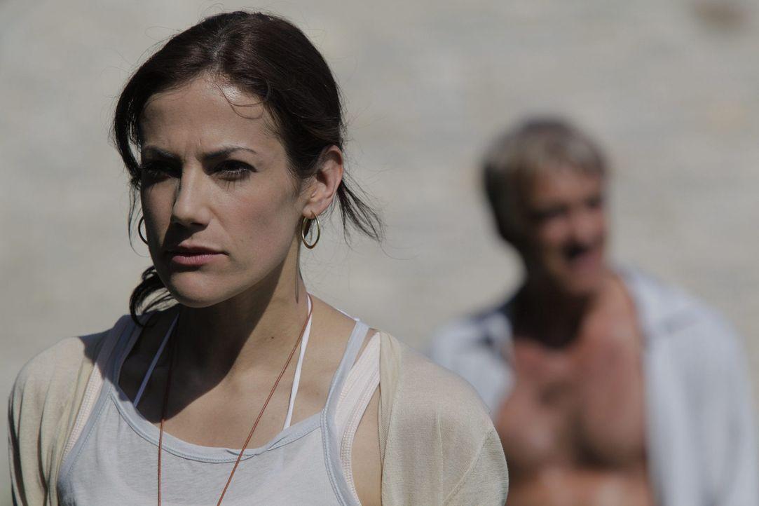 Eigentlich könnte Viktoria (Bettina Zimmermann) ein glücklicher Mensch sein, denn sie hat alles, wovon viele träumen. Doch ein Geheimnis überschatte... - Bildquelle: Janez Stucin SAT.1