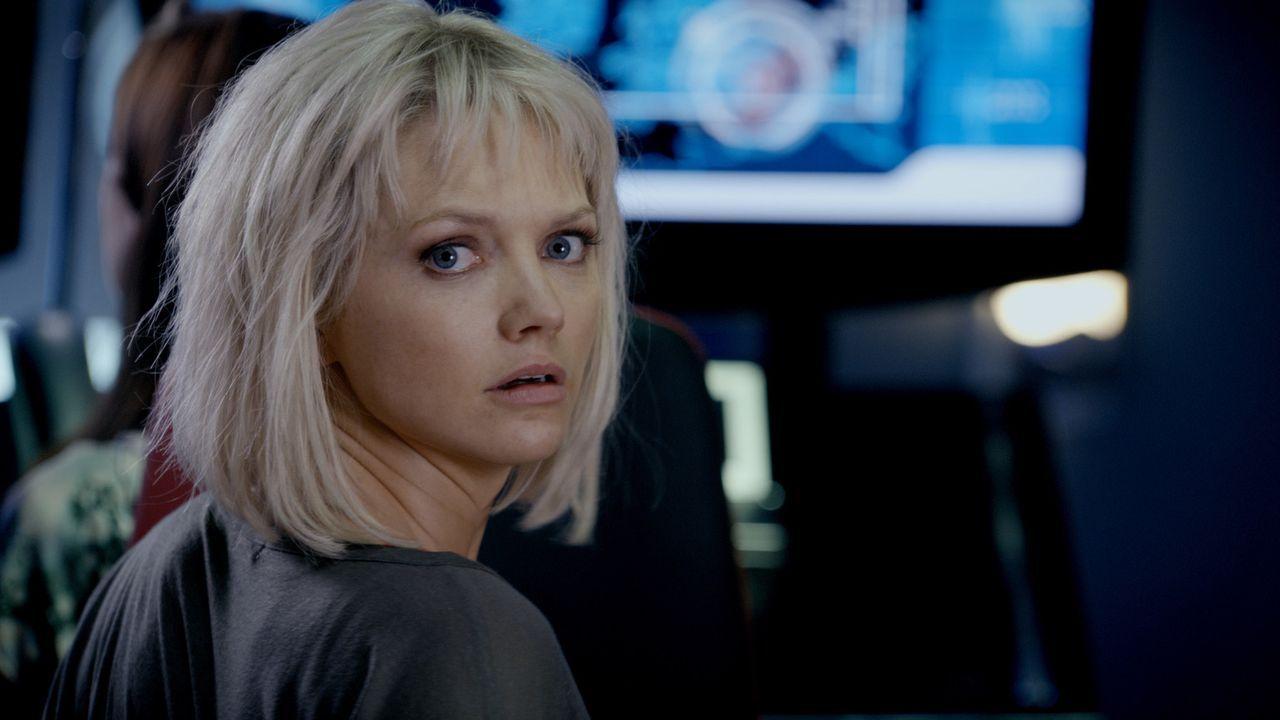 Neue Herausforderungen warten auf Abby (Hannah Spearritt) und ihre Kollegen ... - Bildquelle: ITV Plc