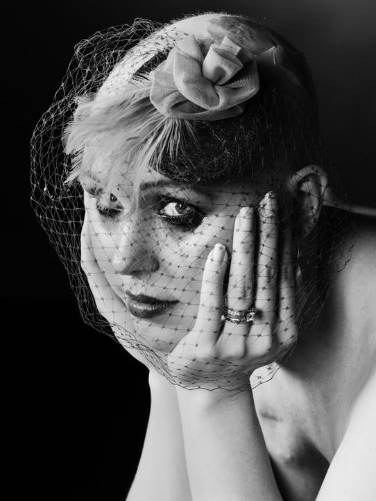 Die Brustkrebserkrankung der Zwillingsschwester seiner damaligen Freundin, brachte den Modefotografen David Jay dazu, junge Frauen, die an Brustkreb... - Bildquelle: Lost In Vision Entertainment